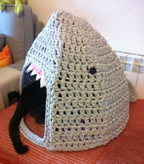 14 Knit and Crochet Projects for Your Cat | 523x460